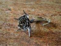 róża ze stali nierdzewnej